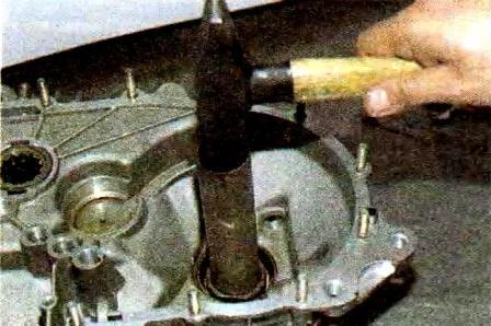 Демонтируем сальник на КПП Лада Гранта