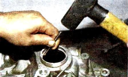 Демонтаж наружного кольца на КПП Лада Гранта