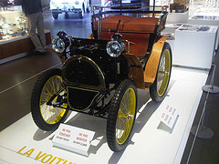 Самый первый автомобиль Рено 1898 года Вуатюретт