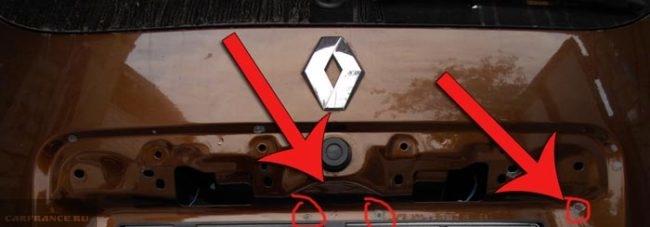 Ржавчина под надписью логотипа Дастер
