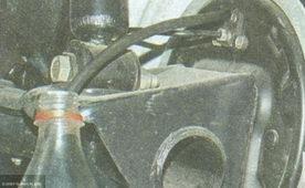 Слив тормозной жидкости через штуцер в колесе Лада Гранта