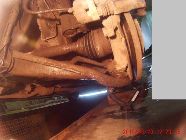 Вид снизу рычаг подвески Рено Логан