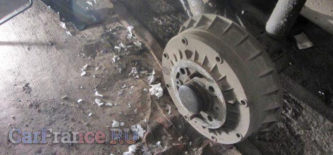 Задний тормозной барабан Лада Калина колесо снято