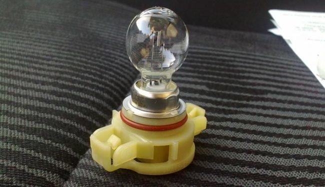 Внешний вид стандартной лампы в ПТФ Рено Логан