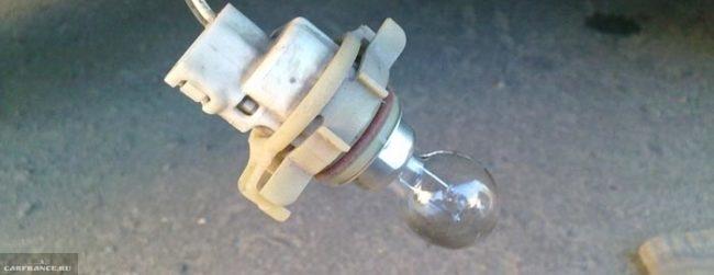 Противотуманная лампа в патроне Рено Логан