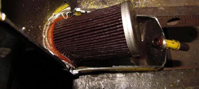 Засорившийся топливный фильтр с Лада Калина в разрезе на кузове