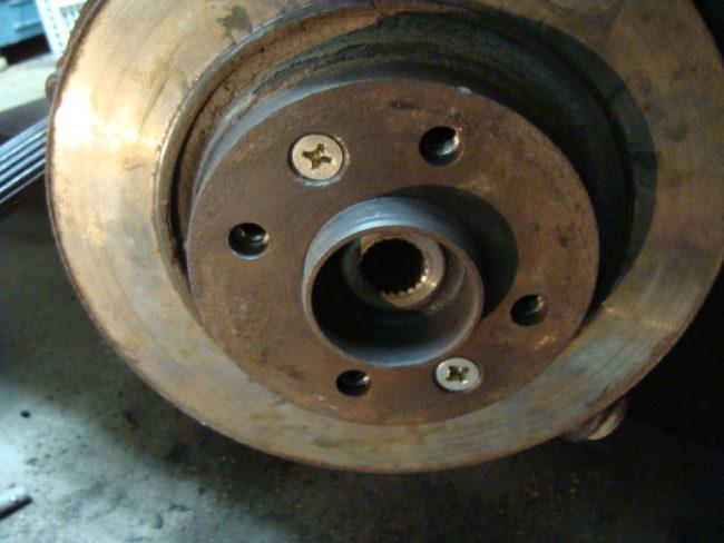 Установка тормозного диска обратно на колесо Рено Дастер
