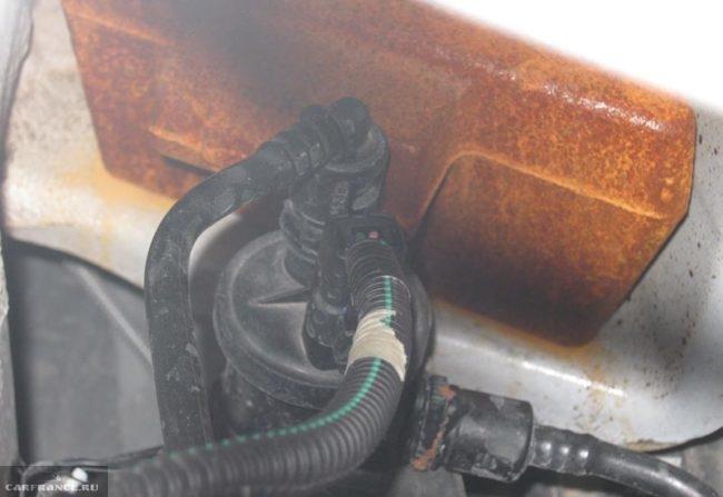 Не оцинкованный усилитель заднего бампера Рено Дастер
