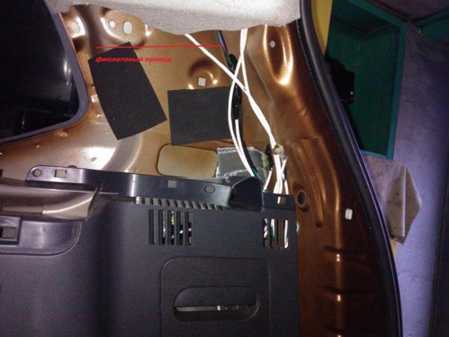 Подключение питания камеры заднего хода к заднему фонарю на Рено Дастер