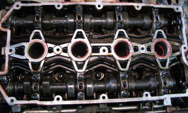 Внутренности 16-ти клапанного отечественного двигателя ржавеют