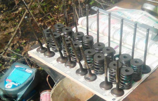 8 выпускных и 2 впускных клапанов сломано в двигателе Лада Ларгус