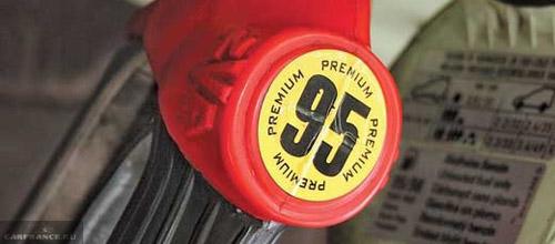 Заправочный пистолет 95 бензина в лючке бензобака