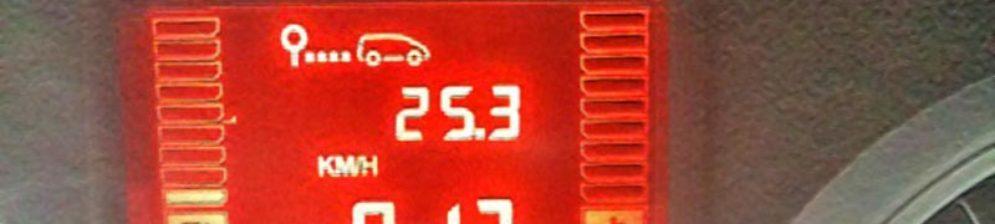 Экран штатного бортового компьютера на Рено Дастер