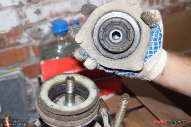 Снимаем крышку картера рулевой рейки Калина