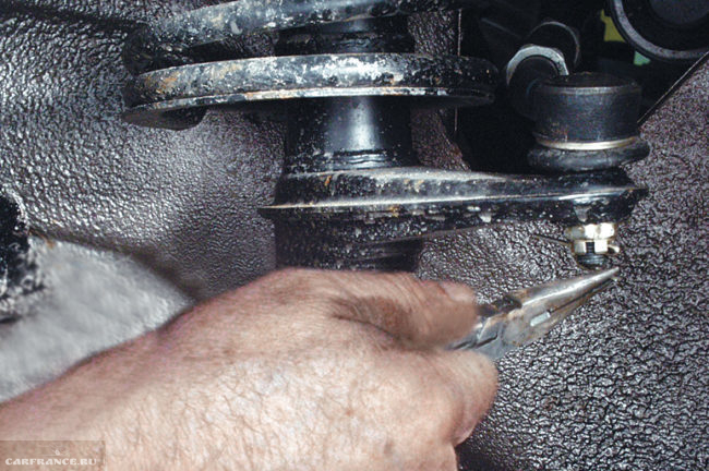 Демонтаж шплинтов с рулевых тяг Калина