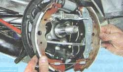 Демонтируем тормозные колодки Лада Ларгус