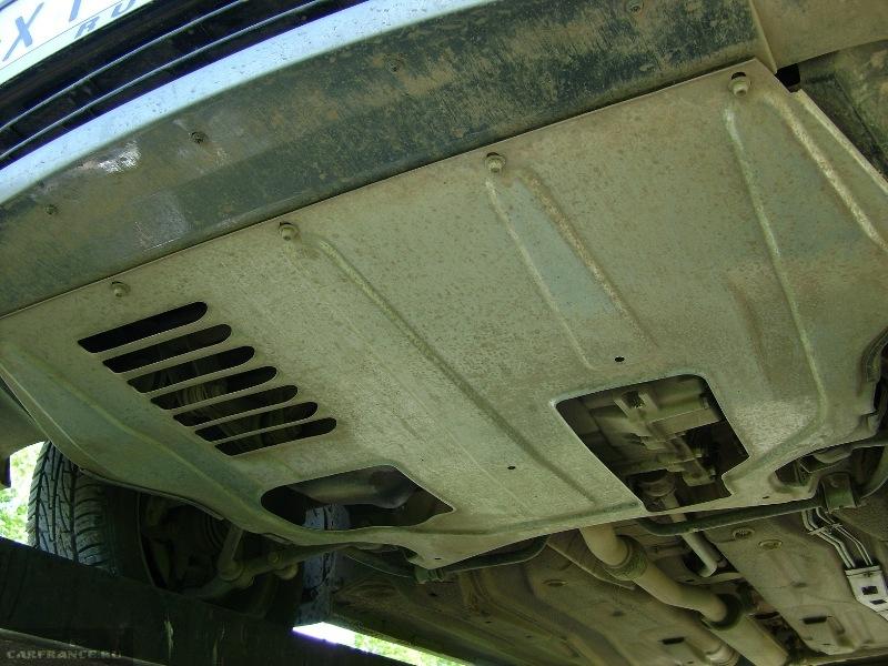 Места крепления передних болтов защиты двигателя Калины
