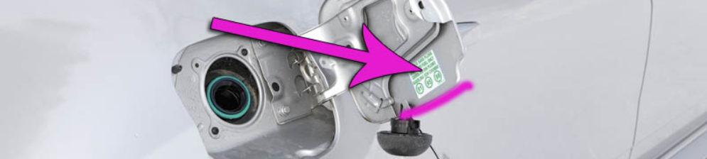 Информация о типе бензина на лючке бензобака Рено Дастер
