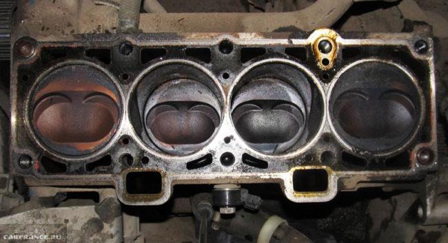 Сильный нагар на стенках цилиндров двигателя Лада Калина