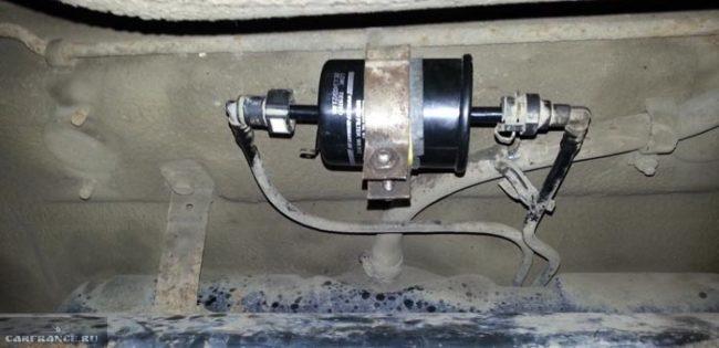 Расположение топливного фильтра под днищем на Лада Калина
