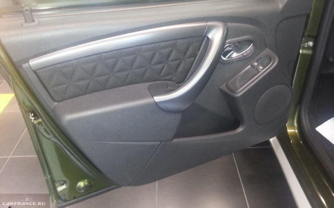 Проверка водительской двери на зазоры на Рено Дастер