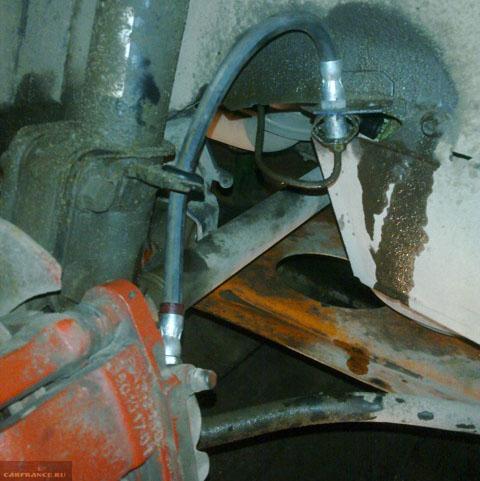 В процессе замены тормозной жидкости на Лада Калина