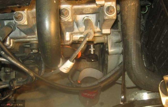 Сливная пробка на блоке двигателя Лада Калина