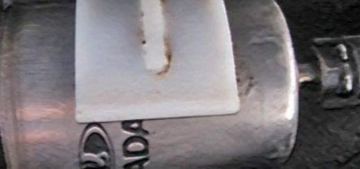Топливный фильтр под днищем Лада Калина