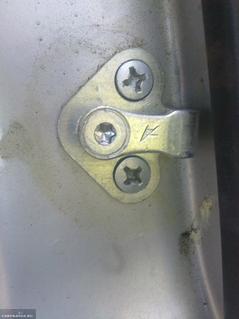 Фиксирующий механизм двери замка Лада Калина