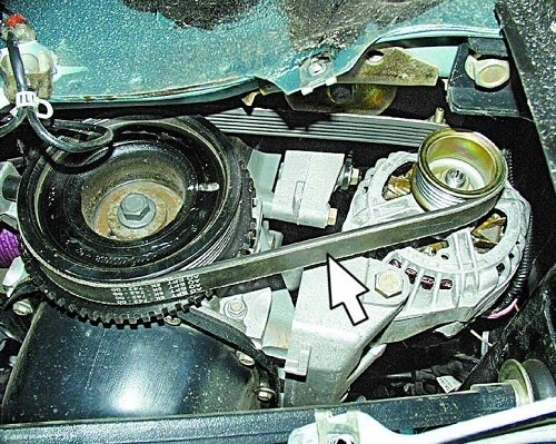 Ремень генератора ВАЗ-2112 на шкивах