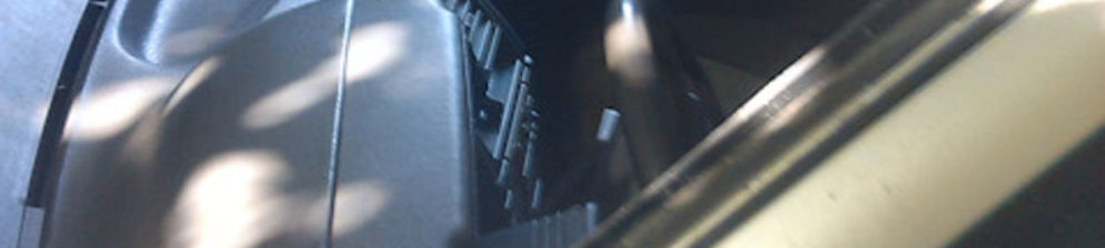 ВАЗ-2112 вид спереди сбоку без лобового стекла