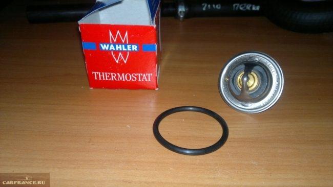 Новая резинка термостата и сам термостат (без крышек) на автомобиль ВАЗ -2112