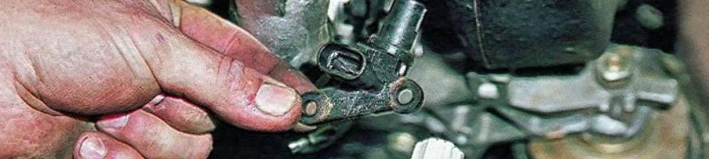 Демонтаж датчика коленвала на ВАЗ-2112
