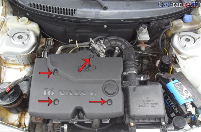 Места крепления декоративного кожуха 124 двигателя ВАЗ-2112