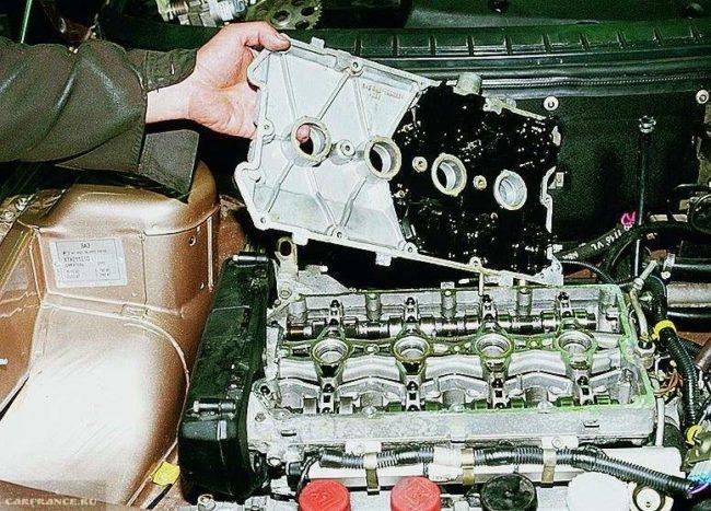 Демонтаж крышки клапанов ВАЗ-2112