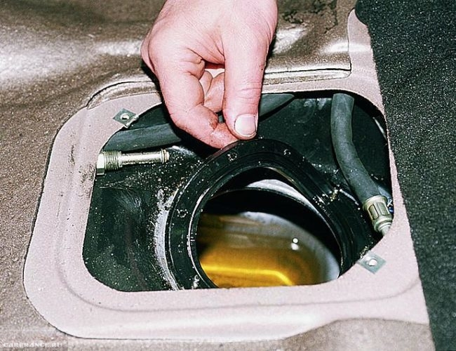 Демонтаж кольца бензонасоса ВАЗ-2112