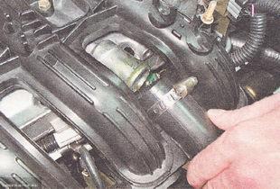 Вытянутая трубка вентиляции картерных газов ВАЗ 2112