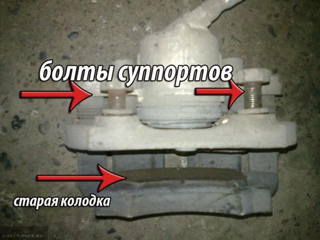 Два болта тормозного суппорта на ВАЗ-2112