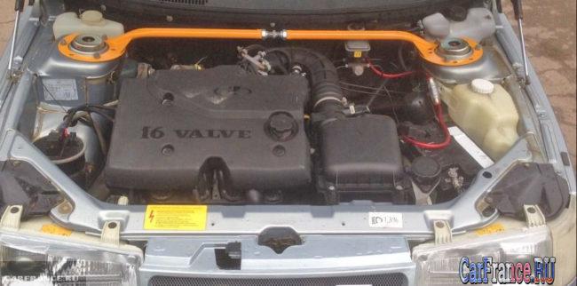 Общий вид двигателя и системы зажигания ВАЗ-2112