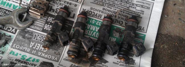Топливные форсунки сняты с ВАЗ-2112