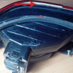 Нанесение герметика на корпус заднего габарита ВАЗ-2112