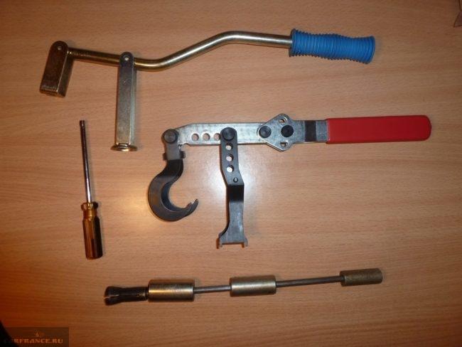 Инструменты для замены сальников клапанов ВАЗ-2112