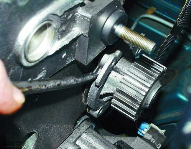 Проверка люфта помпы ВАЗ-2112