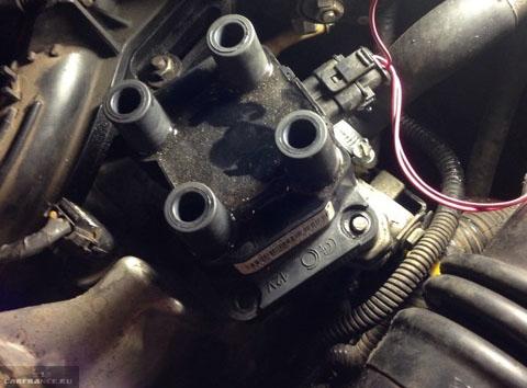 Сняли провода с катушки зажигания на ВАЗ-2112