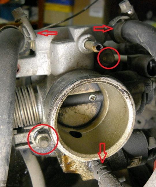 Патрубки подогрева заслонки на ВАЗ-2112