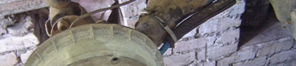 Новый тросик ручника на ВАЗ-2112 установлен и притянут хомутами для надежности