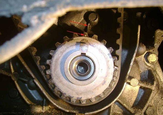 Метка на коленвале ВАЗ-2112