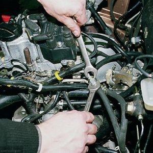 Демонтаж топливных трубок ВАЗ 2112