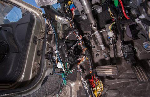 Шумоизоляция панели приборов и под ней на Рено Дастер