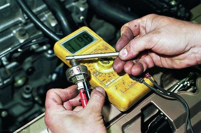 Мультиметром тестируем датчик детонации ВАЗ-2112